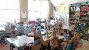 Alle kinderen uit de klas van Tobias kreeg een bidon om ook op school water te kunnen drinken.
