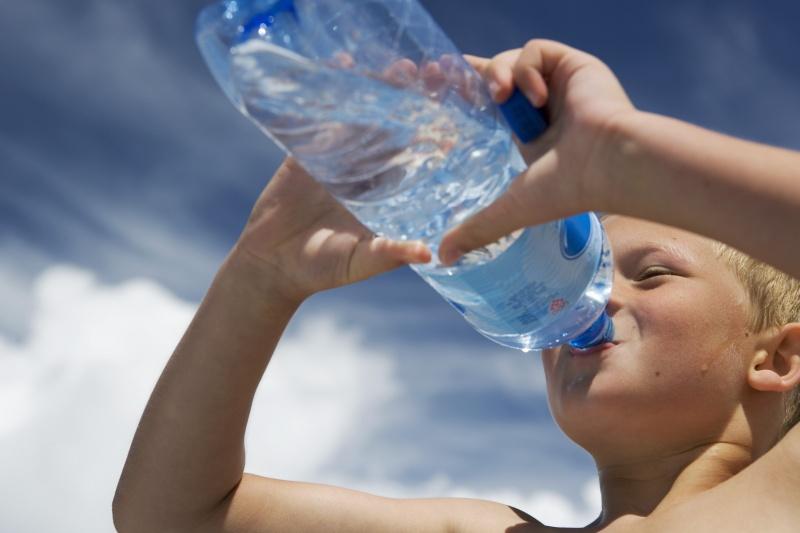 voorst-drinkt-water